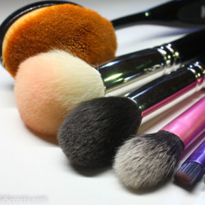 cleaning-makeup-brush